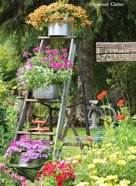 decorare giardino una vecchia scala per decorare in giardino 20 idee a cui
