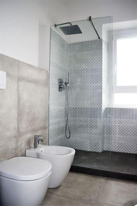 doccia piastrelle oltre 25 fantastiche idee su bagni in piastrelle bianche