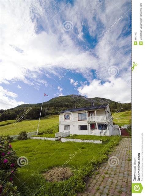 haus norwegen einsames haus auf h 252 gel norwegen stockfoto bild 3113360