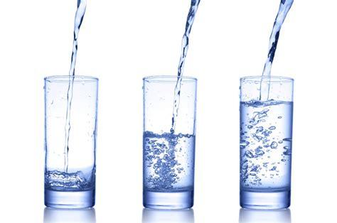 bere l acqua rubinetto come scegliere l acqua da bere pazienti it