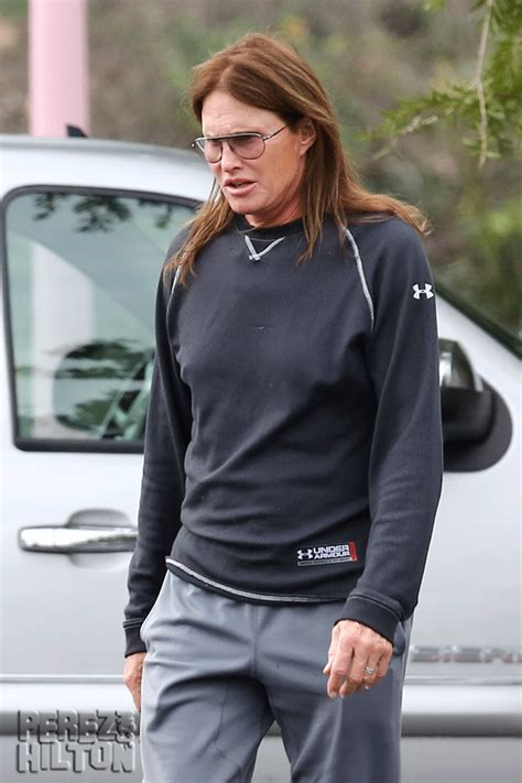 latest on bruce jenner transitioning report bruce jenner transitioning into a woman