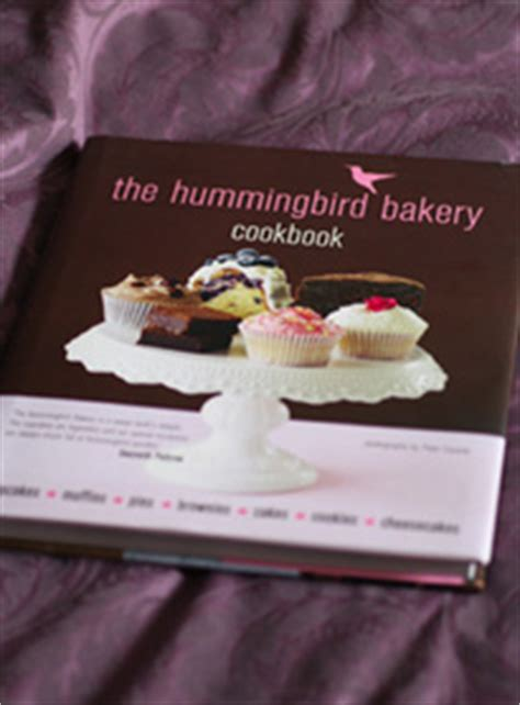 the hummingbird bakery cookbook 1784724165 chocolate cupcakes with vanilla frosting from the hummingbird bakery cookbook all things cupcake