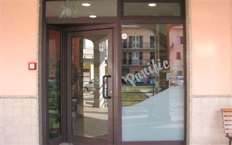 porte per negozi in alluminio bracco srl serramenti esterni alluminio vendita e