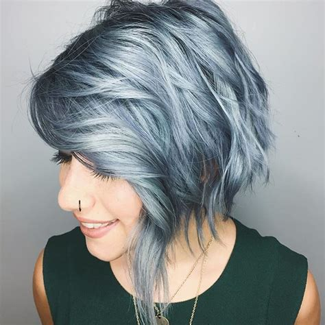 short hair cut and ash color streaks look grey 1000 ideas about ondas en pelo corto on pinterest curl