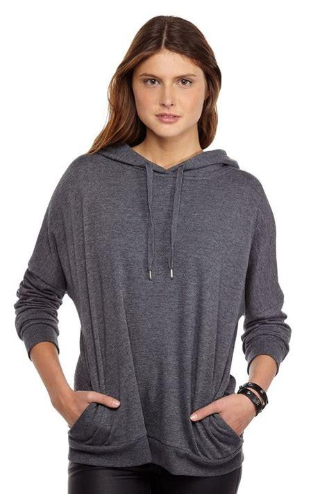 Jaket Gaya Cewek Hoodie Baju Hangat Casual Santai Distro Wanita 10 jenis baju cowok ini boleh kamu pakai lho pinjam saja ke pacar kamu