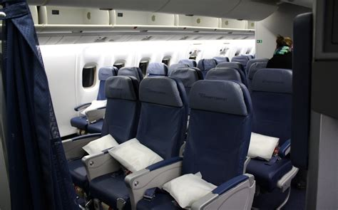 delta 737 800 economy comfort review of delta air lines flight from new york to london