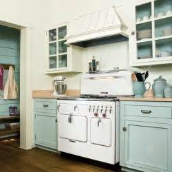 Kitchen Color Schemes With Painted Cabinets 4 Paint Kitchen Cabinets In A Two Tone Scheme 13