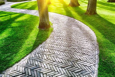 pavimento per giardini pavimentazione giardino pavimenti per esterni consigli