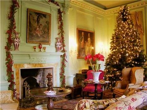 habitually chic christmas  swan house