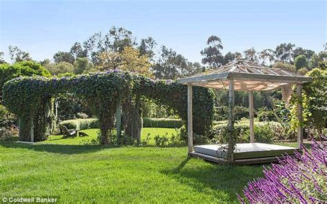saltbox style archive home garden television html houses julia roberts lands herself another stunning malibu estate