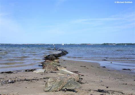 strand themenbäder blick hin 252 ber nach d 228 nemark vom strand auf der halbinsel