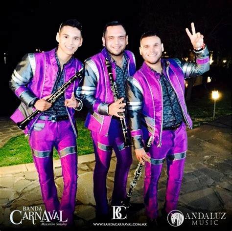 Setelan Anak Rocky Navy A rocky vocalista de la banda carnaval saludando a brenda