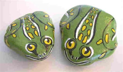 Pet Rock Frog yessy gt bev chudey gt pet rocks misc gt frog 1 small frog 2 larger