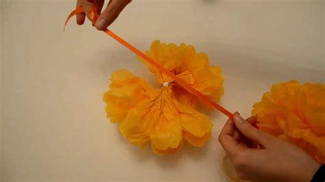 fiori di carta crespa spiegazioni come realizzare delle ghirlande decorative