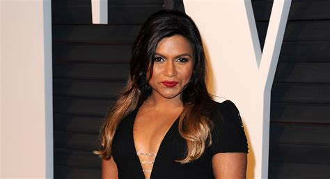 did mindy lahere cut her hair mindy kaling debuts new bob at bookexpo america mindy