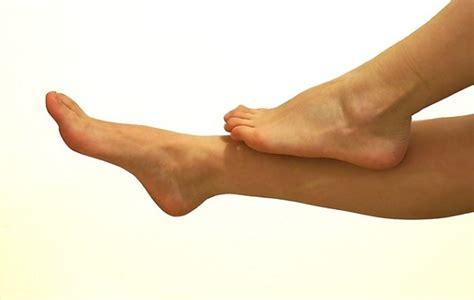 gonfiore all interno della caviglie gonfie sintomi cause e cura