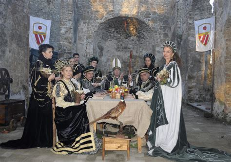 banquete medieval nobles at medieval banquet editorial stock image image