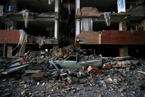 news iran iran iraq earthquake kills more than 500 the new york times