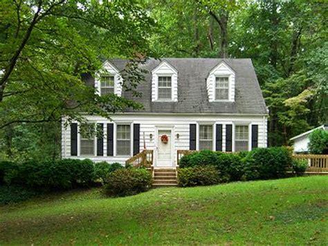 Cape Cod Home Architecture Design Features Cape Cod Revival Architecture In Historic Chatham Virginia