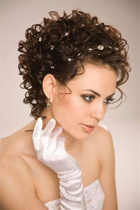 cool hairstyles for short wavy hair short hairstyles curly wedding hairstyles for short hair cool trendy