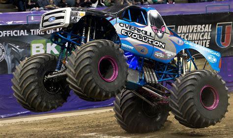 monster truck show milwaukee milwaukee wisconsin monster jam january 17 18 2014