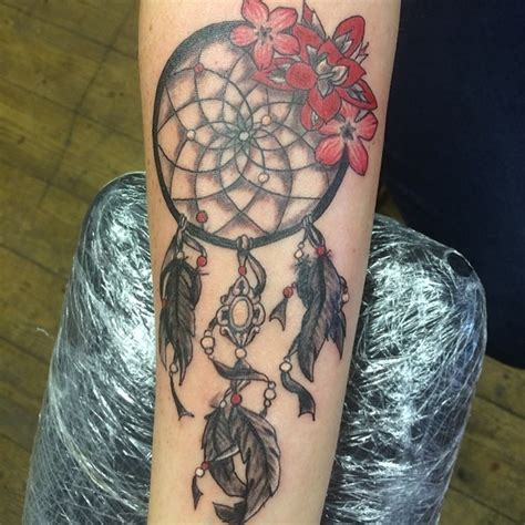 traumf 228 nger blumen tattoo am arm