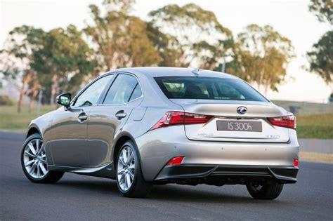 2013 lexus is 300h luxury rear