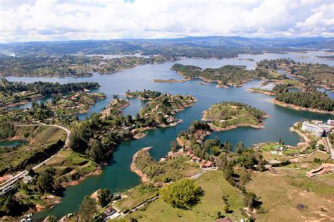 guatape boat tour private tour el pe 241 ol and guatape dam from medellin