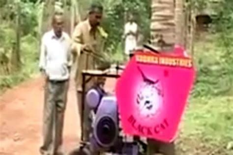 warga india perkenalkan mesin panjat pohon kelapa otomatis money id