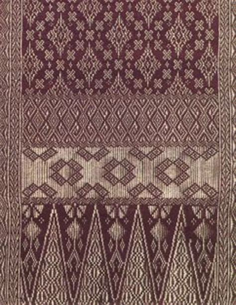 Batik Pasangan Yanti Blue songket merupakan sejenis kain yang ditenun dengan tangan dan mempunyai corak yang rumit