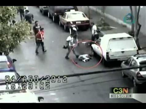 impactante video de v 237 ctimas del ataque qu 237 mico en siria video de ataque a joven afuera del metro chabacano youtube
