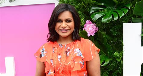 mindy kaling new show mindy kaling lands new comedy chions on cbs mindy