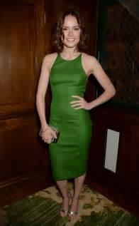 daisy ridley in tight green dress