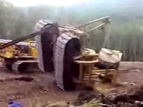 dozer accident caterpillar pipelayer crash dozer accident excavator