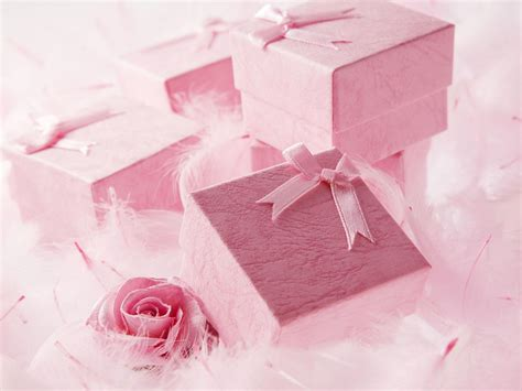 How Much To Spend on a Wedding Gift?