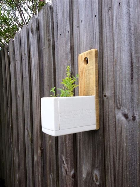 Diy Hanging Wall Planter by Diy Wall Hanging Herb Planter