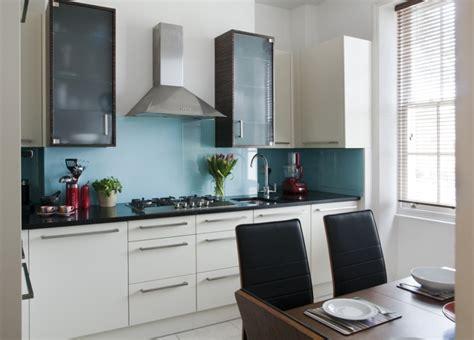 cuisine am駭ag馥 contemporaine carrelage bleu id 233 es d 233 co pour cuisine et salle de bain