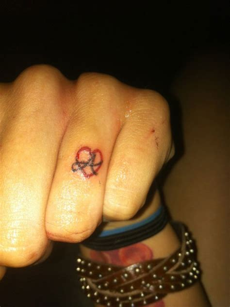 j tattoo on finger hand tattoos steal her style page 2 male models picture
