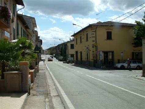 ufficio postale lastra a signa ginestra fiorentina immagini di paese foto tour