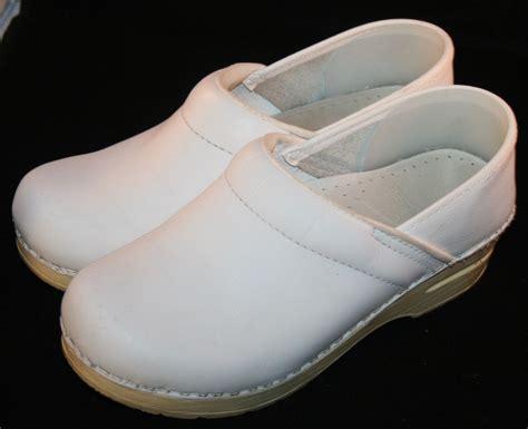 comfortable white nursing shoes womens white dansko shoes sz 35 5 comfort nurse uniform