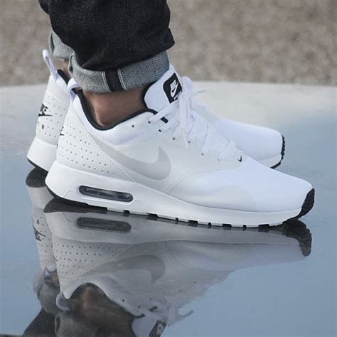 imagenes nike tavas nike air max tavas men s sneakers shoes sneakers white