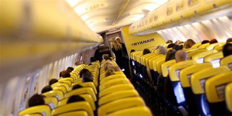 oggetti da non portare in aereo cosa portare nel bagaglio a mano in aereo con ryanair