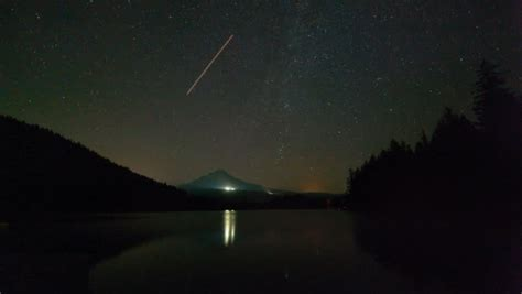Meteor Shower Oregon by Time Lapse Of Perseid Meteor Shower Mount