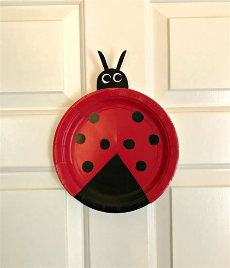 Paper Ladybug Craft - easy paper plate ladybug craft for preschoolers family