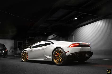 gold and white lamborghini lamborghini huracan savini wheels