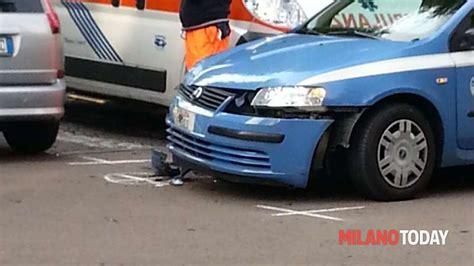 volante della polizia incidente stradale in viale bligny volante della polizia