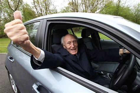 valutazione al volante anziani al volante 232 possibile guidare con l alzheimer
