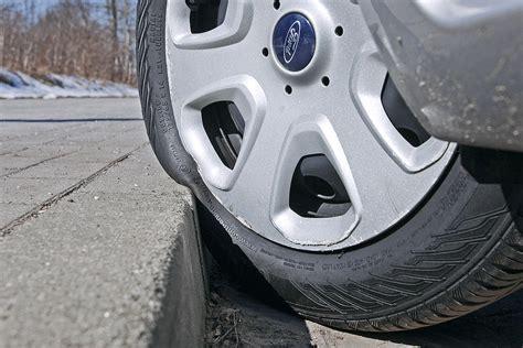 felge am bordstein zerkratzt versicherung r 252 ckw 228 rts einparken am bordstein felgen kratzer vermeiden