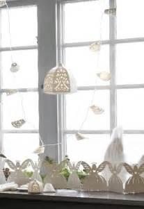 Bien Decoration Lumineuse De Noel #2: une-deco-noel-avec-une-guirlande-lumineuse-blanche-ikea.jpg