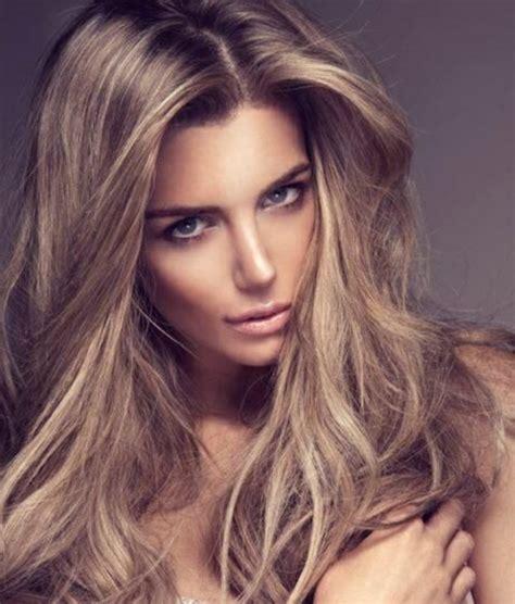 Formidable Couleur Tendance Salle A Manger #6: couleur-blond-foncé-cendré-modèle-cheveux-longs.jpg